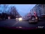 Хотел проехать на красный, но помешала взорвавшаяся труба на дороге... ЧП в Екатеринбурге