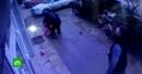 Прохожие в Махачкале поймали выпавшую из окна девочку видео