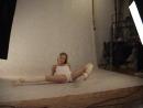 Гимнастка Ирина позирует в студии.