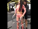 девушка учится ходить после автокатастрофы