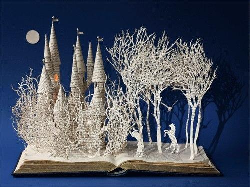 Сказочная композиция из книжных листов