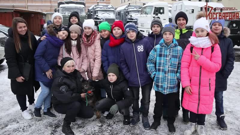 Урок мужества для петербургских школьников в ОМОН на транспорте ГУ Росгвардии