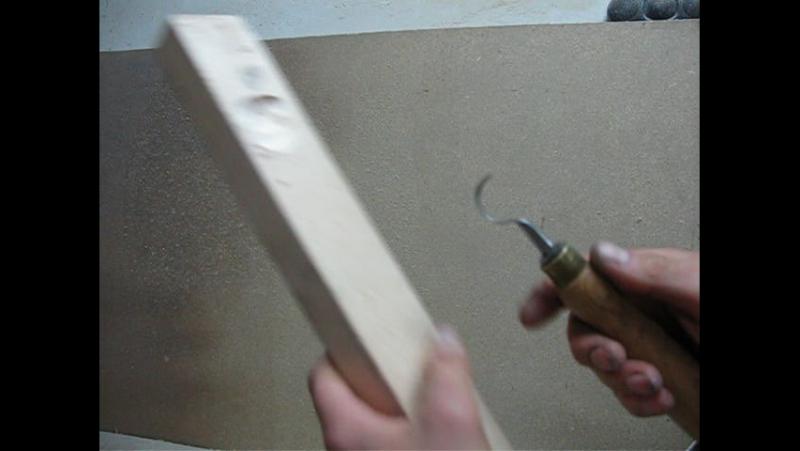 Ложкорез в работе, режу липу