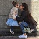 Меня счастливей в мире нет. Я мама дочки — весь секрет! Она одна — моя отрада…