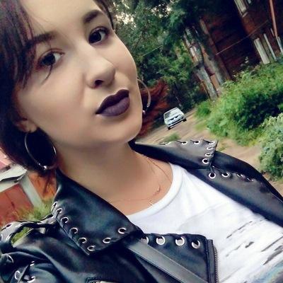 Анна Чуманова