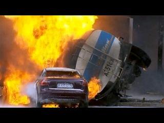 В Алма-Ате горящий бензовоз поджег жилой дом - Первый канал
