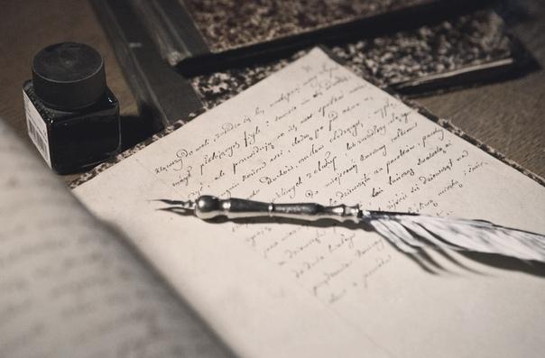 «рукопись» - здравствуйте… - здравствуйте, - худой, с иголочки одетый мужчина, сидящий за компьютером, перевел взгляд с монитора на стоящую перед ним девушку, одетую в разноцветное платье,