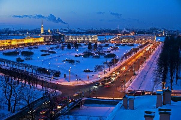 San Petersburgo. El crepúsculo. El autor de la foto: Víctor Aleksandrovich. ¡Buenas noches!
