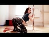 Диана Шурыгина танцует на шесте