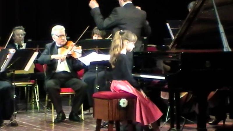 Моцарт Концерт №8 До-мажор I часть. Исполняет Анастасия Барабанова, 3 класс ЦМШ.