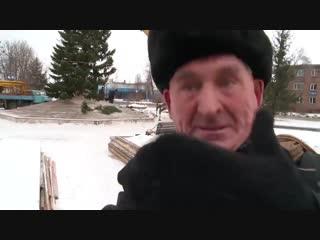 У жителя Бийска спросили - нравится ли ему ёлочка, которую власти города нарядили