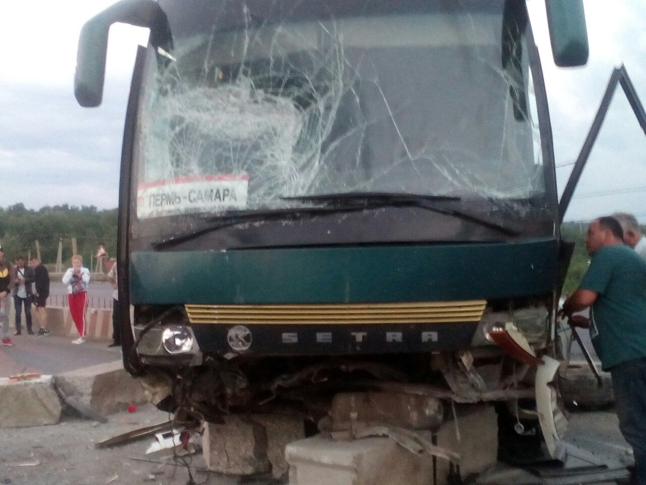 На трассе под Самарой разбился пассажирский автобус из Перми