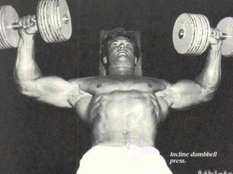 Bodybuilder Steve Reeves posing perfect shape