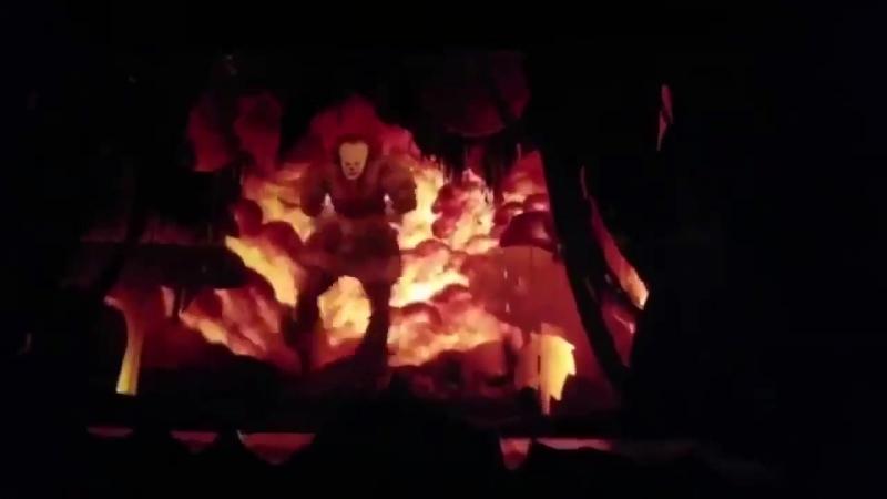 Танец Пеннивайза под заглавную песню из мультика