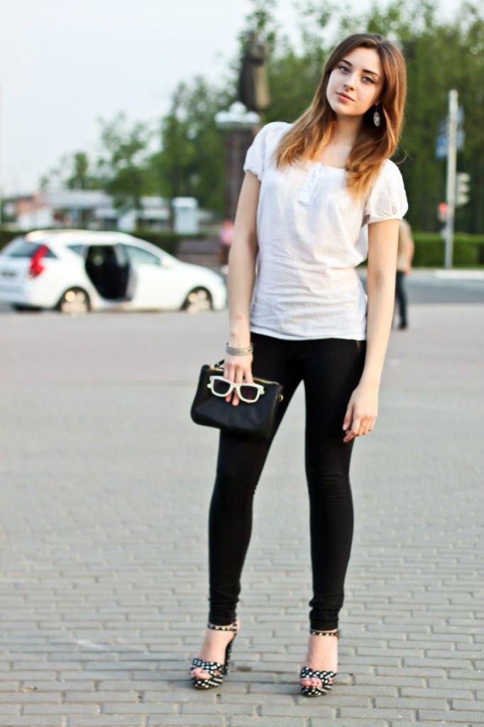 Фото девушек в обтягивающих джинсах и юбках