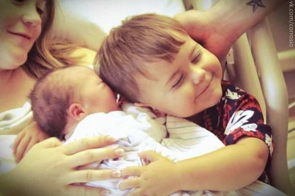 Второй ребенок, а значит второй раз первая улыбка, первое слово, первый шажочек, вторая серебряная ложечка на первый зубик, второй раз впервые услышать «МАМА»…)))) Дети - это наш уникальный шанс еще раз впервые узнать истинное счастье!!!