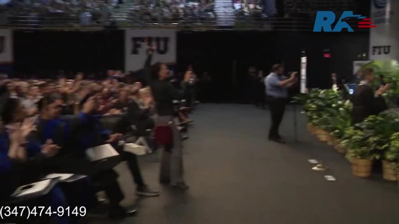 Студент из Флориды встал с коляски на церемонии вручения дипломов