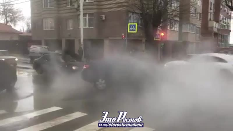 Машина провалилась в яму на 13 линии - нахичевань - 19.01.19 - Это Ростов-на-Дону!