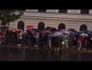 Участники Марша матерей дошли до Верховного суда где начали скандировать Свободу