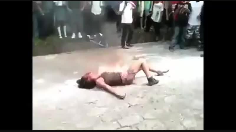 в Индии сожгли девушку живьем