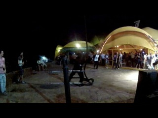 Наркополицейские прилетели в популярный ночной клуб на вертолете - Первый канал