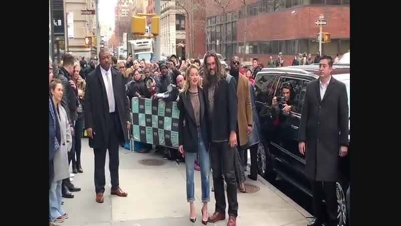 03/12/2018 Эмбер и Джейсон у студии AOL Build в Нью-Йорке