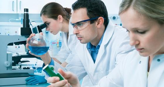 Промышленным химикам, как правило, поручено создавать инструкции по безопасности для химических веществ, которые они создают.