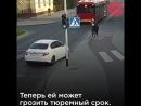 Девушка в шутку толкнула подругу под автобус