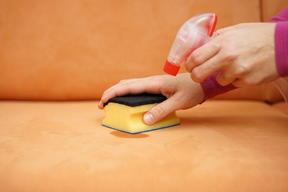 Как очистить пятна с ткани на диване фото