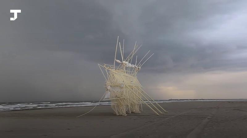 Художник создаёт огромные скульптуры, движущиеся без моторов