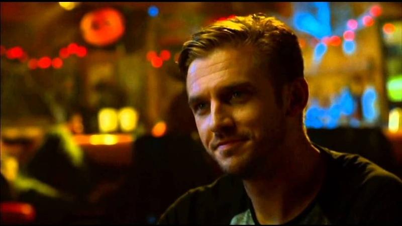 Драка в баре из фильма Гость (2014 г.). The Guest