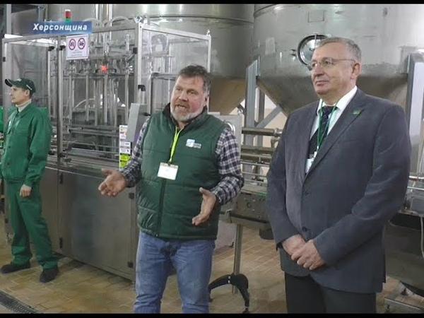 Ключі до врожаю На Херсонщині запустили завод з виробництва рідких добрив