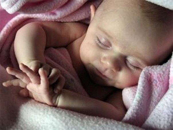 Спать, как младенец! Увы, зачастую это выражение не подходит для характеристики сна самих грудничков. Чаще приходится слышать, что мама-папа-бабушка ночь напролет не могли укачать рыдающее дитя. Как же «усыпить» дитятку, сделать сон крохи спокойным и сладким? В объятиях Морфея Стоит ли напоминать, что сон является важнейшим фактором гармоничного роста и развития ребенка? Если малыш не высыпается, страдает его нервная система, настроение, а значит, и атмосфера во всем доме, и даже иммунитет…