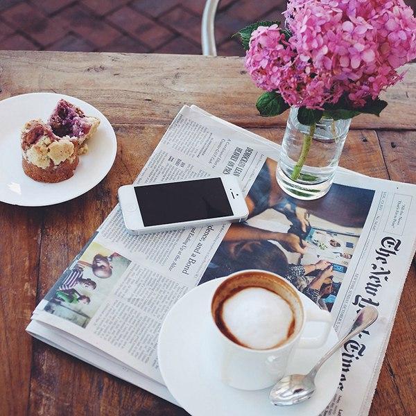 Каждое утро мы начинаем с совместного завтрака в любимом месте и обяза