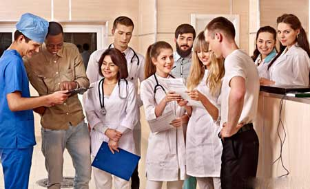 Персонал больницы особенно подвержен инфекции во время вспышки Эболы.