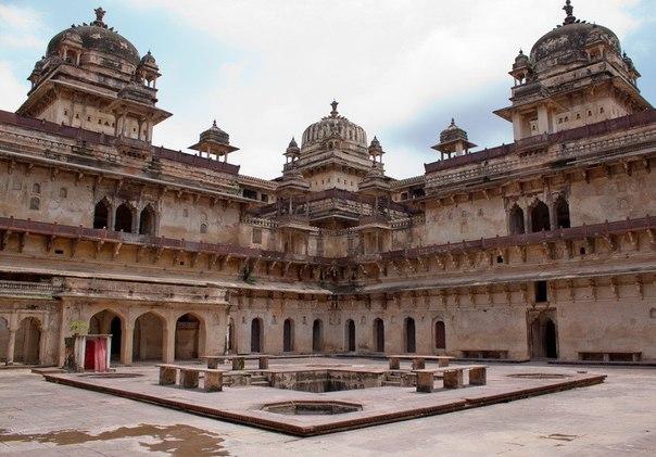 Орчха - это маленький уголок затерянного мира древней Индии.