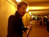 что творит этот парень с гитарой! ...
