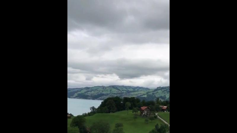 Город Краттиген Прямой вид на озеро Тун Швейцария ........ более красивая, чем вымысел