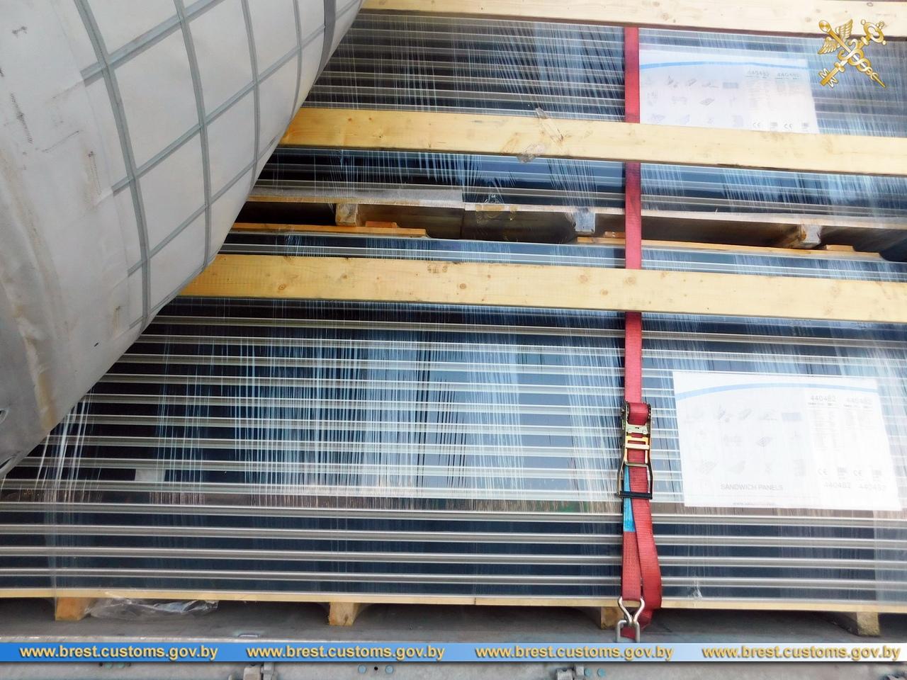 Обнаружена партия незадекларированного строительного материала - сэндвич-панелей