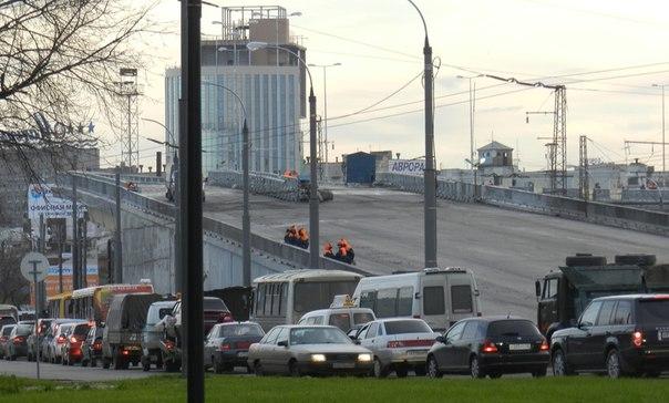 Сегодня, 30 октября, у левобережного подхода к метромосту в Нижнем Новгороде...