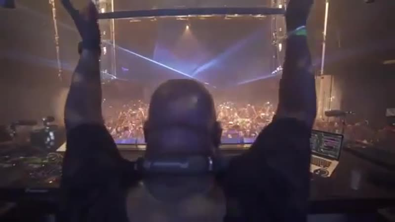 Carl Cox doing his job