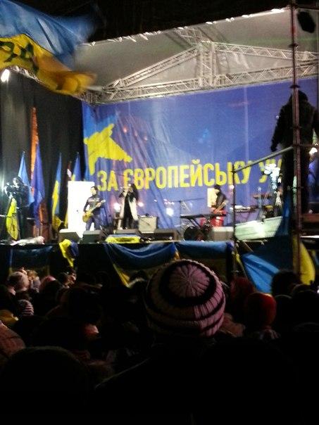 Сцена Євромайдану фото