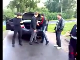 Чеченцы танцуют лезгинку с ножами и автоматами
