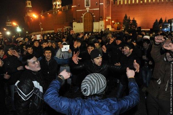 В Москве более 200 тысяч мусульман отпраздновали Курбан-байрам - Цензор.НЕТ 9485