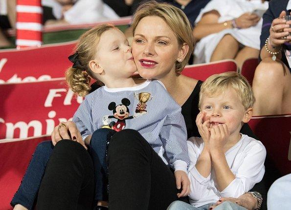 С днем рождения, Шарлен: 20 фактов о княгине Монако 25 января, в России поздравляют с именинами всех Татьян, а в Монако - с днем рождения супругу князя Альбера II.Если бы в начале 2000-х Шарлен