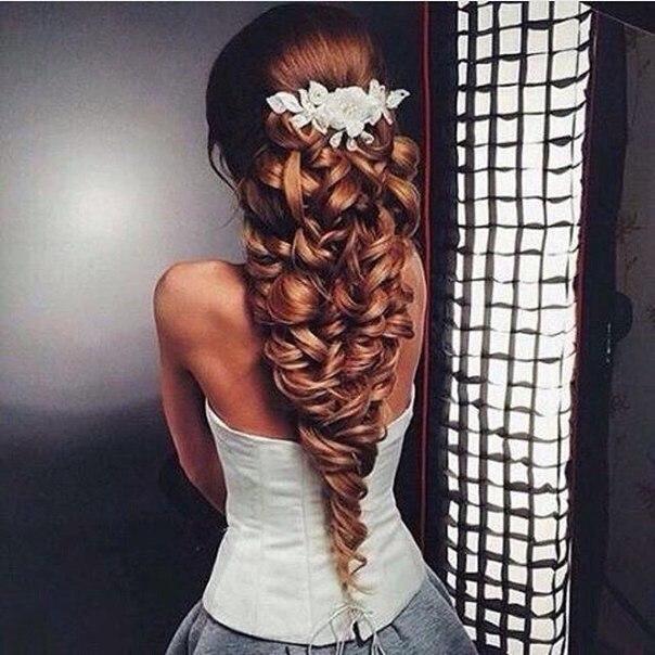 Невероятно красивая прическа на длинные волосы… (1 фото) - картинка
