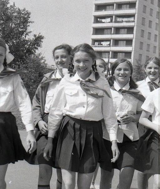 9 любопытных отличий современного подростка от советского Почему он увлекается сразу всем, но поверхностно, и боится делать выбор. Современные подростки родились в эпоху интернета и смартфонов и