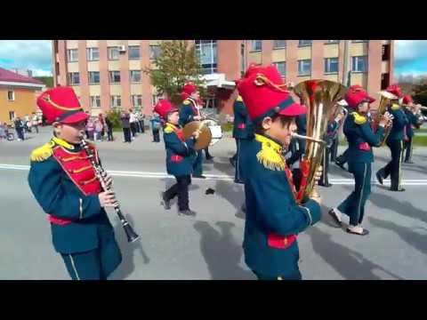 Духовой оркестр Вятские трубачи на марш - параде оркестров в Новоуральске.