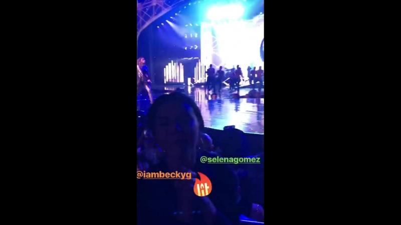 22 сентября — Селена и Бекки Джи на концерте Дженнифер Лопес Лас-Вегас, Невада.