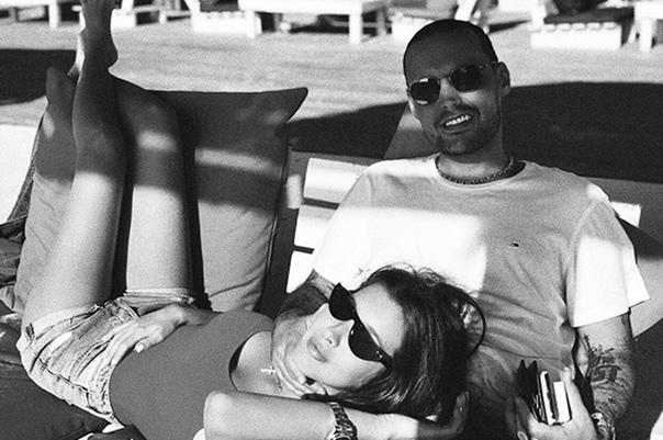 Кети Топурия в откровенном купальнике продолжает отдыхать с Гуфом